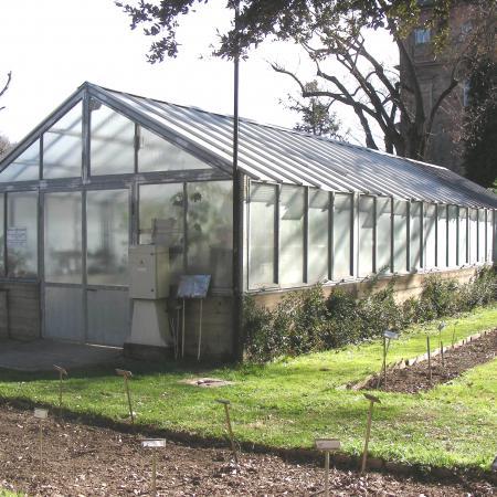 L'esterno della serra delle piante succulente dell'Orto Botanico di Torino (foto V. Fossa)