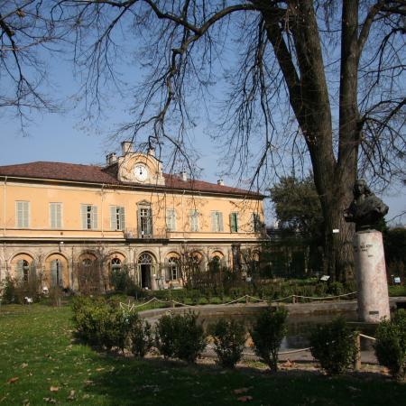L'edificio del Dipartimento e la Vasca di Allioni, Orto Botanico di Torino (foto G. Teppa)